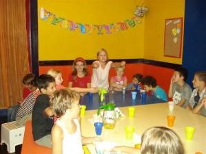 Split geburtstagsfeier, Caroline freut sich