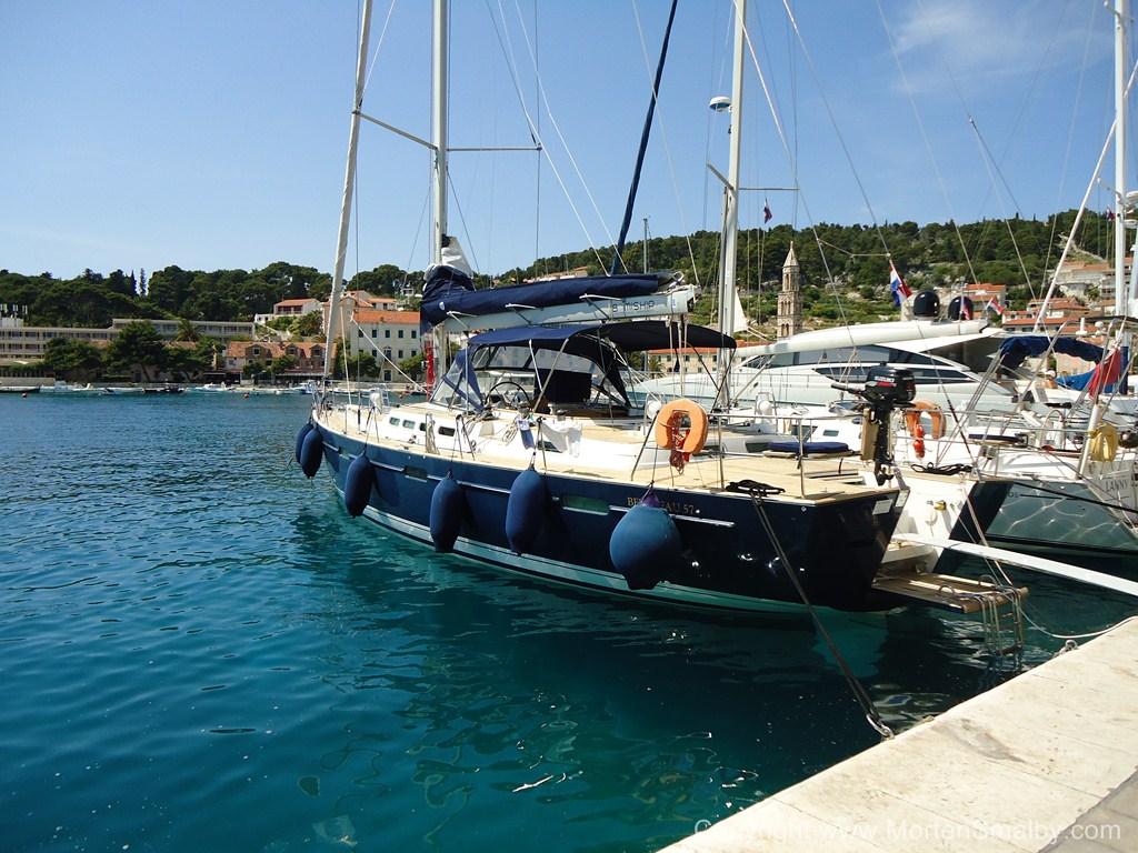 Ankern im Hafen Hvar